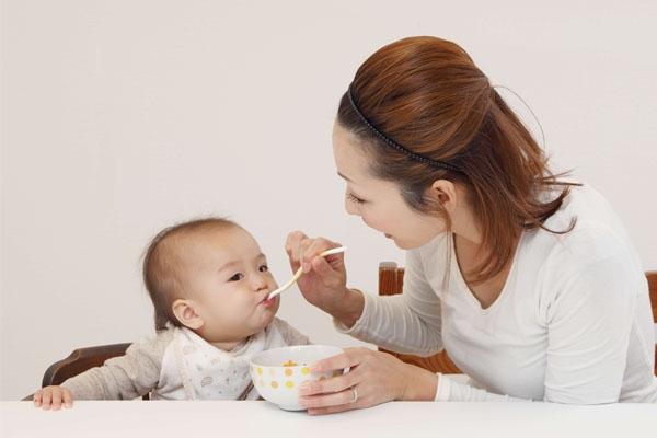 Chế độ dinh dưỡng cho bé 1-2 tuổi
